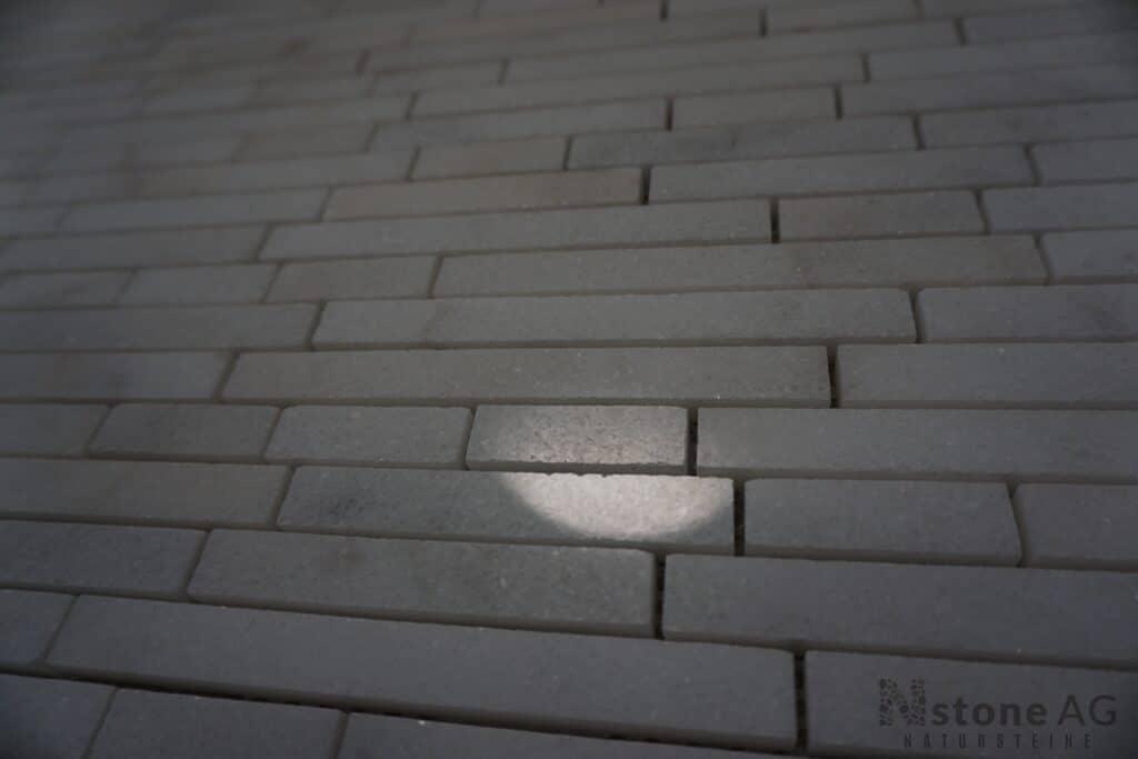 marmor-mosaik-kristall-weiss-linear-poliert-tb2